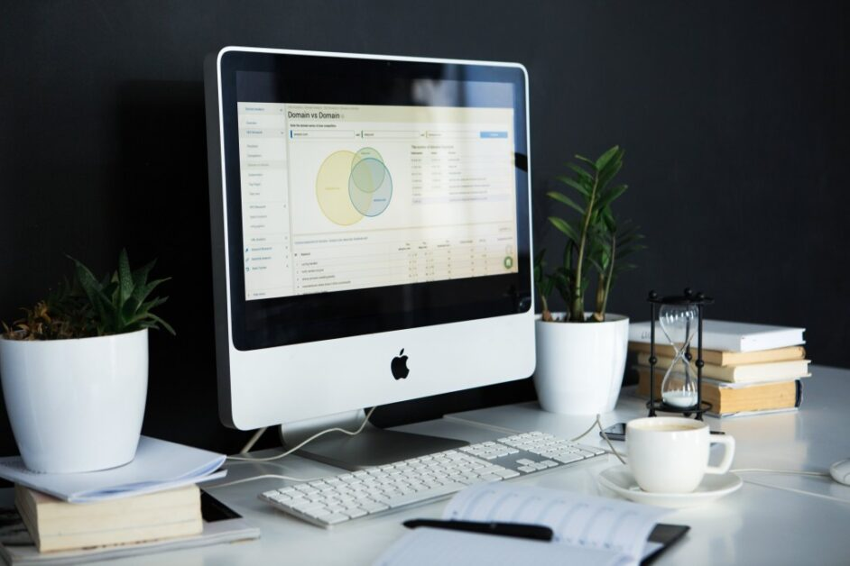 Pros and Cons of Outsourcing Data Analytics in Your Company
